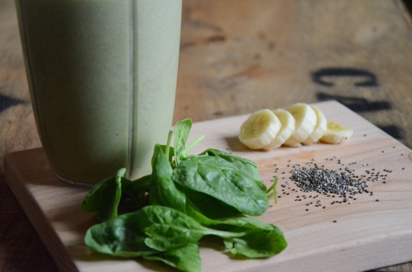 Healthy high protein green smoothie recipe with banana, spinach